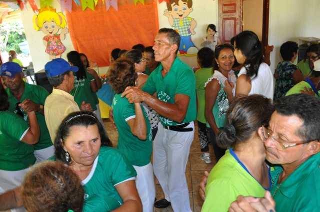 Idosos fizeram o maior arrasta a pé da região e aproveitaram para interagir com os visitantes. Evento foi organizado pela prefeitura de Brasiléia