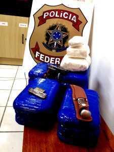 Cocaína, munição e arma branca apreendidos no final de semana - Foto: Assessoria