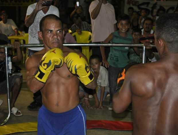 Nó de Pau é atração na luta de anões em Sena Madureira, interior do Acre (Foto: Divulgação)