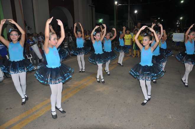 Festividades contaram com a presença de várias autoridades, convidados e populares no centro de