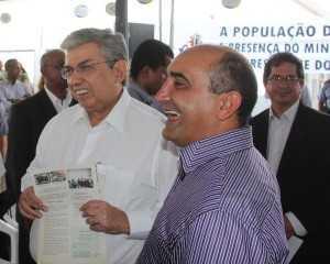 Ministro foi recepcionado pelo prefeito de Brasiléia, Everaldo Gomes - Foto: Alexandre Lima