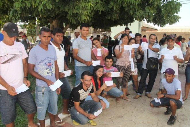 Associados mostram suas anuidades pagas, mas foram excluídos da votação. Caso poderá ir ao MP - Foto:alexandre Lima