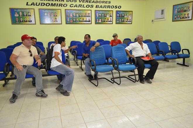 Damião Santiago, de camiseta azul no centro da plenária - Foto: Assessoria