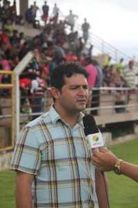 Prefeito André Hassem esteve na abertura e recepção dos times no estádio da cidade - Foto: Alexandre Lima