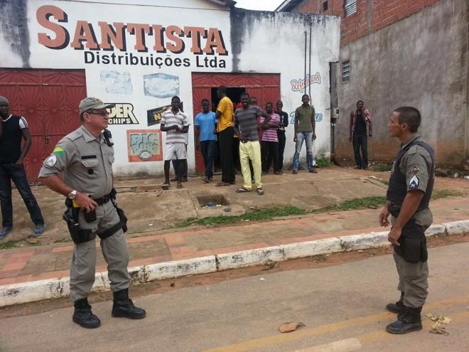 Foi necessário a intervenção de policiais militares para evitar maiores agressões - Foto: Almir Andrade