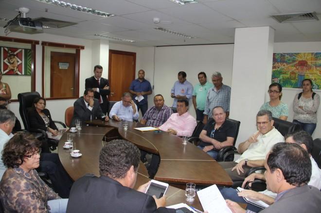 Joaquim Lira participou da mesa junto aos empresários da Capital e deputados na ALEAC - Foto: Alexandre Lima