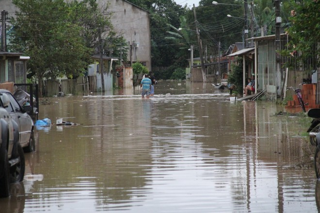 Travessa ficou alagada com a cheia do rio durante o dia de sábado, dia 8 - Foto: Alexandre Lima