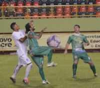 Atlético-AC e Alto Acre fizeram uma final bem disputada na Arena da Floresta (Foto: Duaine Rodrigues)