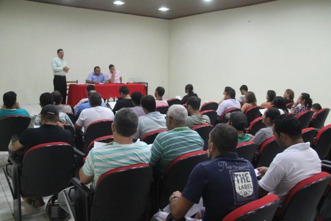 Representante de várias instituições estiveram presente na reunião com comerciantes da fronteira - Foto: Alexandre Lima