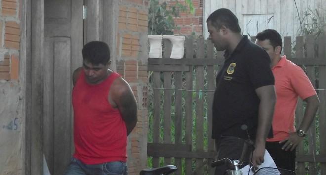 Momento da prisão de Romário em sua casa nesta quinta, dia 29