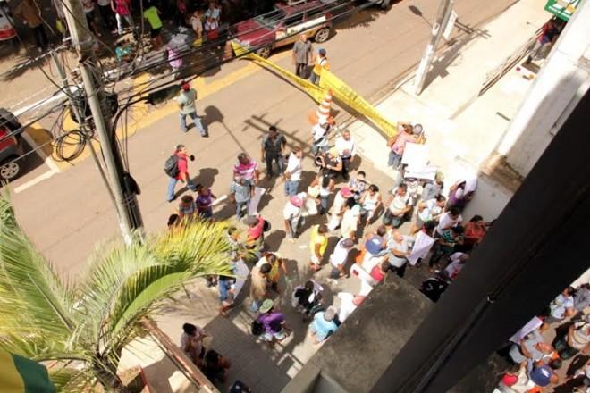 O manifestantes bloquearam também a avenida Getúlio Vargas, impedindo que carros e motos trafegassem no local/Foto: Selmo Melo/ContilNet Notícias