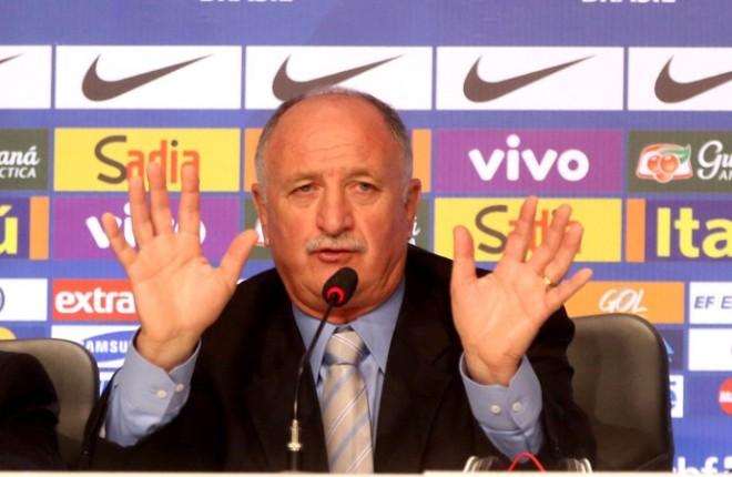 Scolari quer apoio dos torcedores em relação aos jogadores convocados (Foto: André Durão)