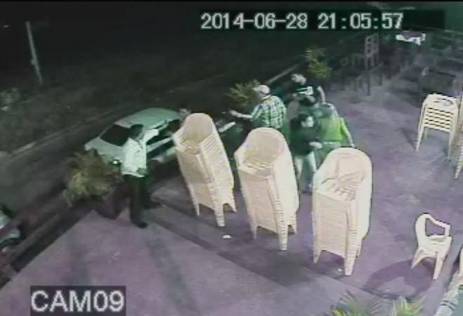 Circuito de segurança registrou momento da agressão e disparos no local - Foto: captura