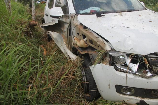 Lateral direita e suspensão da camionete ficaram bastante danificado - Foto: Alexandre Lima