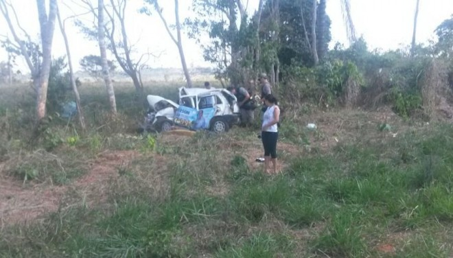 Policias do Município de Xapuri foram até o local para buscar informações do acidente - Foto: celular/cedida