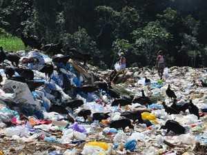 Lixão em Cruzeiro do Sul, segunda maior cidade do Acre (Foto: Vanísia Nery/G1)