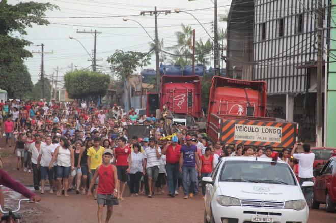 Fieis acompanharam a procissão pelas ruas da cidade - Foto: Alexandre Lima