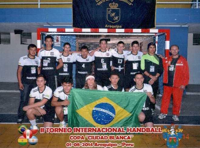 Time de Brasiléia ao se classificar no Peru, no campeonato internacional ocorrido em setembro passado - Foto: Arquivo