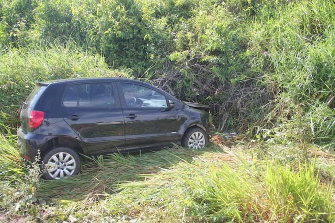 Veículo dirigido por Maria Nilza, perdeu o controle após bater no buraco localizado no km 21.