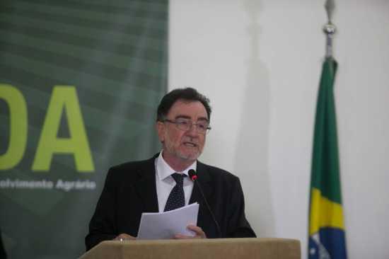 Patrus Ananias é um dos representantes do PT na Câmara
