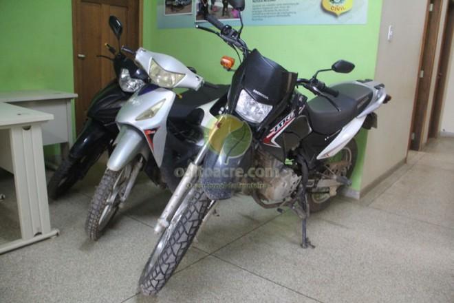 Motos foram recuperadas e uma estaria sendo usada para a prática de assaltos na fronteira.