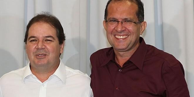 Sebastião Viana, ao lado do seu porta voz, Leonildo Rosas - Foto: Divulgação