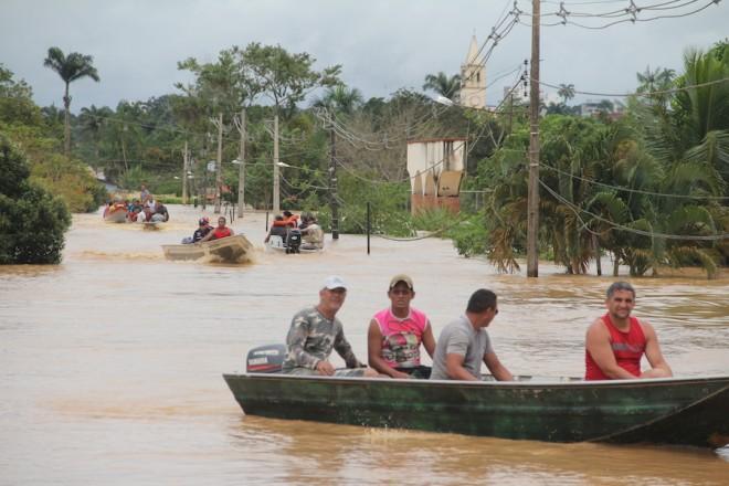 Fluxo de barcos estão preocupando as autoridades locais - Foto: Alexandre Lima