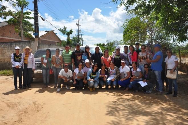Equipe da prefeitura que vem trabalhando nos bairros atingidos - Foto: Lair Sabino