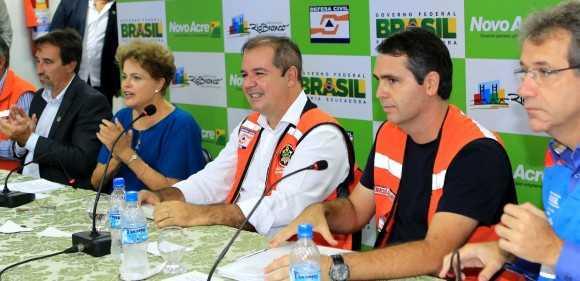 A presidente e o governador Tião Viana receberam os prefeitos das cidades mais atingidas pelas cheias dos rios acreanos (Foto: Sérgio Vale/Secom)