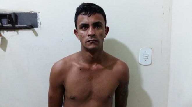 Chico foi preso em flagrante quando comercializava drogas em praça.