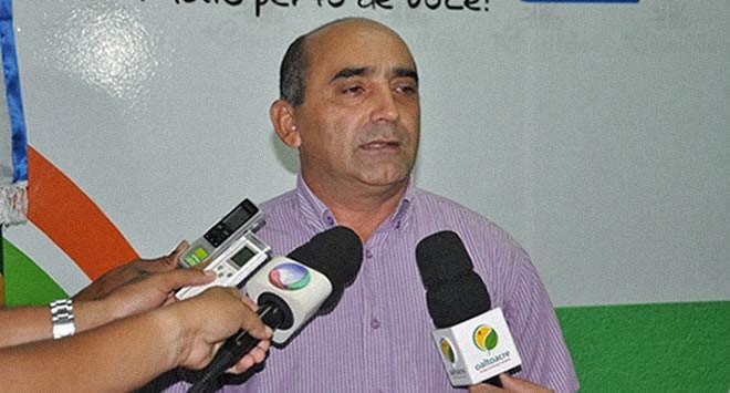 Everaldo Gomes antecipou metade do 13º salário aos funcionários do Município - Foto: Arquivo