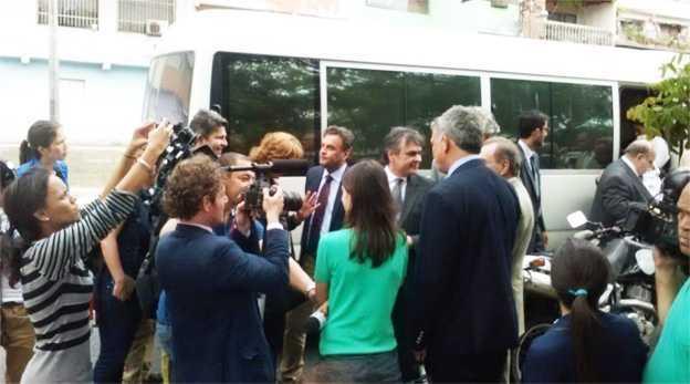 Senadores brasileiros falam com a imprensa depois de confusão em Caracas