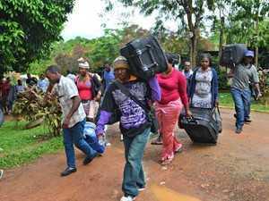 Último ônibus com imigrantes saiu do abrigo na capital na sexta (31) (Foto: Aline Nascimento/G1)