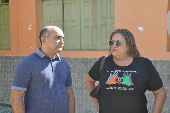 Prefeito Everaldo Gomes, com a Secretária de Saúde do Município, Maria Luzia durante visita ao prédio - Foto: Lair Sabino