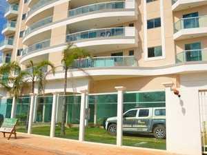 Elevador que fica em residencial de 11 andares despencou de uma altura de três a quatro metros (Foto: Iryá Rodrigues/G1)