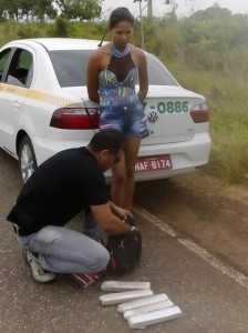 Momento da prisão em flagrante de Gleiciane na Estrada da Borracha.
