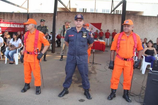 Major Fernandes (e), comandante geral no Acre dos Bombeiros, Coronel Gondim (c) e o Capitão Almir, que assumi o 5º BEPCIF.