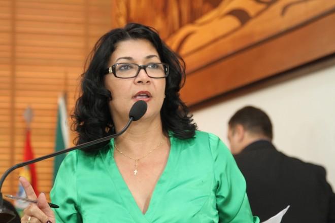 Deputada Estadual pelo PMDB, Eliane Sinhasique