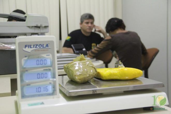Momento do interrogatório da jovem na delegacia de Epitaciolândia - Foto: Alexandre Lima