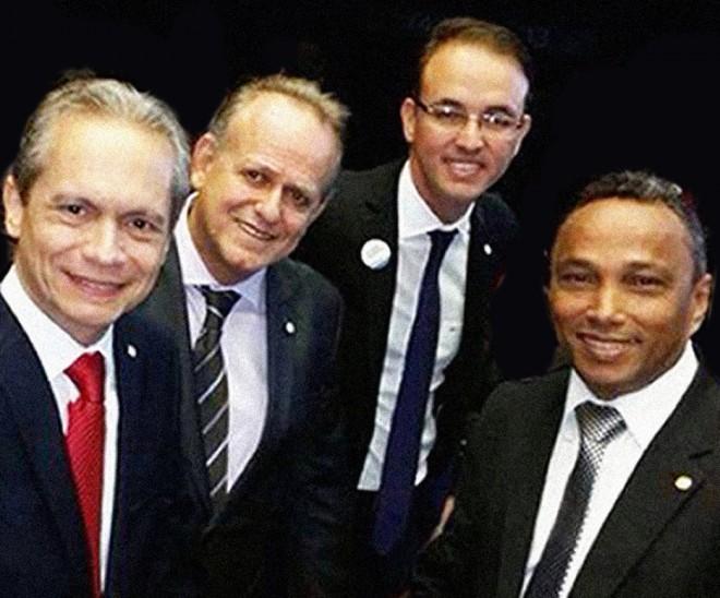 Deputados federais acreanos que fazem parte da Frente Popular do Acre (FPA), Raimundo Angelim (PT), César Messias (PSB), Leo de Brito (PT) e Sibá Machado (PT).