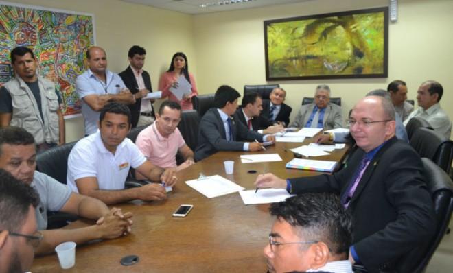 Representes da saúde se reúnem com deputados/Foto: Charlton Lopes/ContilNet