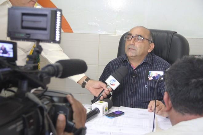 Prefeito Everaldo Gomes esclarece fatos durante coletiva - Foto: Alexandre Lima