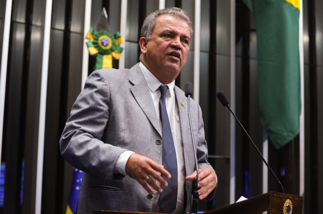 Petecão lamenta situação da BR 364