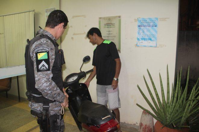 Proprietário foi até a delegacia para recuperar seu veículo - Foto: Alexandre Lima