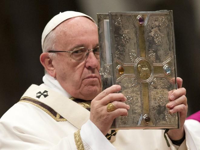 Papa Francisco durante Missa Crismal, na Basílica de São Pedro, no Vaticano(Alessandra Tarantino/AP)