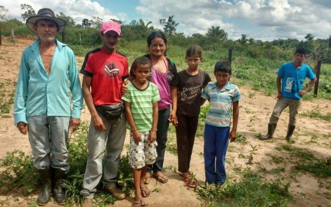 Agricultores e filhos estão sem atendimento de saúde e faltam escolas/Foto: cedida