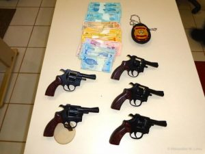 Agente é acusado de tráfico de armas