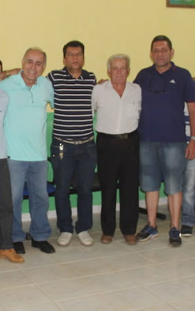 O empresário Manoel Prette (camisa branca), estará sendo apresentado durante evento em Brasiléia - Foto: Arquivo