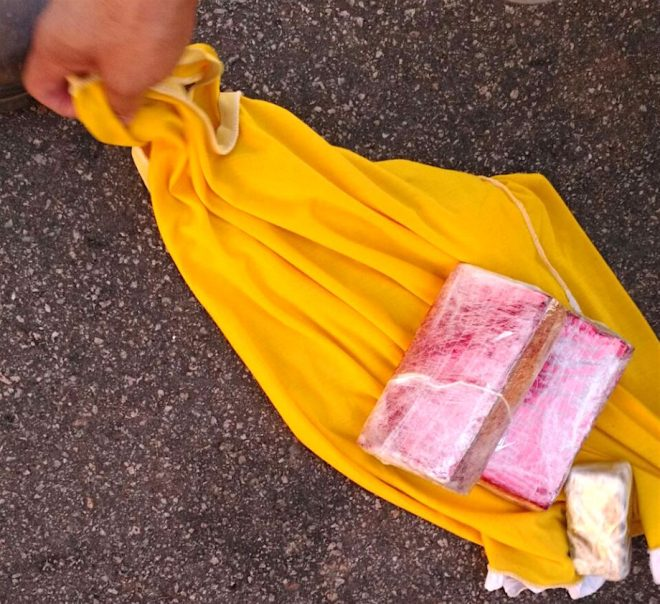 Droga estava escondida dentro da mochila