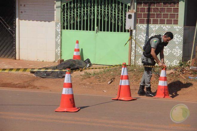 Corpo de vítima ficou por cerca de 7 horas a espera de peritos da capital - Foto: Alexandre Lima